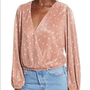 ASTR the Label pleated polka dot wrap top M